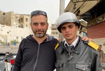 """الشرطي """"يونس"""" بطل جمهور الـ كورونا في سورية"""